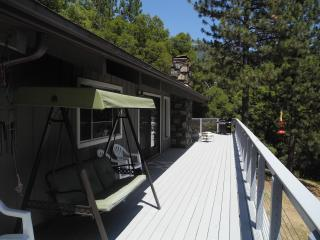 Knarly Oaks River House, private, spa, view, decks - Yosemite National Park vacation rentals