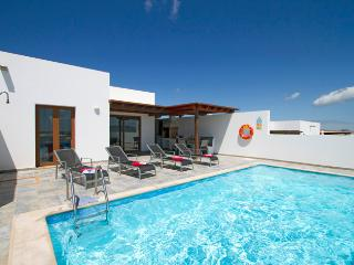 Casa Risa, Holiday Villa with Private Pool, Pool Table, Table Tennis - Playa Blanca vacation rentals