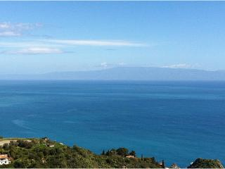 Taormina center, terrace great views, parking pool - Taormina vacation rentals