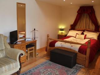 Chez Helen Chambre d'Hotes - Benevent-l'Abbaye vacation rentals