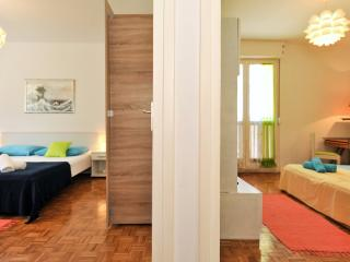 2 BEDRooM CeNTRaL With PaRKiNG ! - Zadar vacation rentals