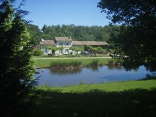 Comfortable 2 bedroom Cercoux Cottage with Internet Access - Cercoux vacation rentals