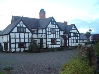 2 bedroom Manor house with Internet Access in Martley - Martley vacation rentals