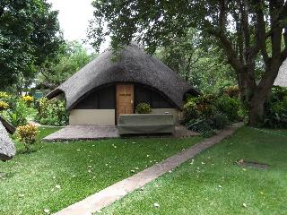 Cozy 2 bedroom Hwange Chalet with A/C - Hwange vacation rentals