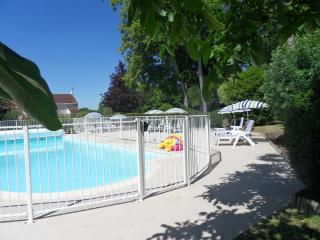 2 bedroom Gite with Internet Access in Bagnizeau - Bagnizeau vacation rentals