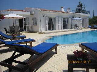 4 bedroom Villa with Internet Access in Alsancak - Karavas - Alsancak - Karavas vacation rentals