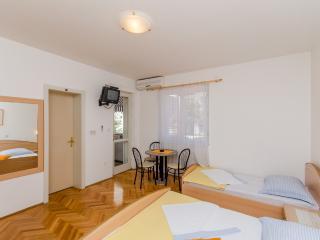 Cozy Makarska Studio rental with Internet Access - Makarska vacation rentals