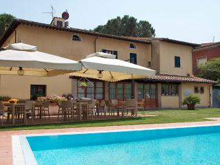 Bright 5 bedroom Vicopisano Bed and Breakfast with A/C - Vicopisano vacation rentals