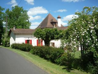 2 bedroom Gite with Internet Access in Cendrieux - Cendrieux vacation rentals
