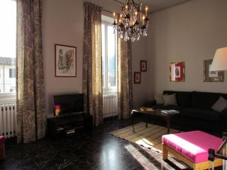 Comfortable four bedroom in Florence, wifi access, satellite TV, balcony - Florence vacation rentals