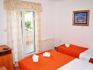 Apartments and Rooms Ante - 51181-S2 - Komarna vacation rentals