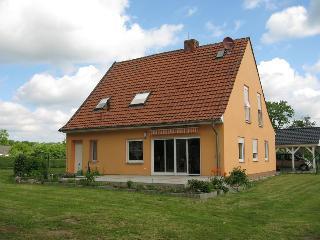 4 bedroom House with Towels Provided in Weitenhagen - Weitenhagen vacation rentals