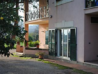 Bright 5 bedroom B&B in Velletri with Corporate Bookings Allowed - Velletri vacation rentals