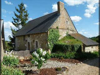 Beautiful 15th century rural cottage, fully restored in a very peaceful location between Angers & Saumur - Sermaise vacation rentals