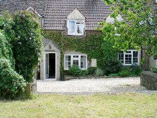 COTSWOLDS - CUTE COSY ROMANTIC. MALTHOUSE COTTAGE - Wiltshire vacation rentals