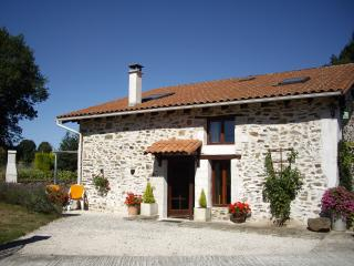 Nice 2 bedroom Le Lindois Cottage with Internet Access - Le Lindois vacation rentals