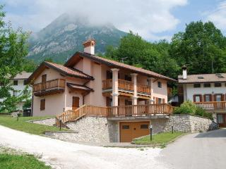Cozy 2 bedroom Belluno Condo with Internet Access - Belluno vacation rentals