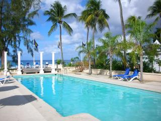 Lovely Bungalow with Internet Access and Balcony - Holetown vacation rentals
