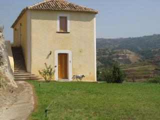Beautiful 3 bedroom Farmhouse Barn in Briatico - Briatico vacation rentals