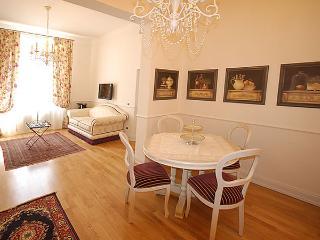 Nice 2 bedroom Condo in Pistoia with Internet Access - Pistoia vacation rentals
