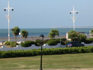 Nice Condo with Washing Machine and Television - Bognor Regis vacation rentals
