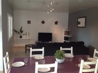 Nice Gite with Internet Access and Dishwasher - Gujan-Mestras vacation rentals