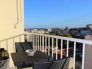 Sunny apartment with balcony on Avenue St. Jean in Cannes - Le Cannet vacation rentals