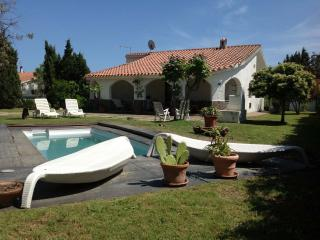 Villa Aloe, cozy and quiet with pool & wide garden - Capoterra vacation rentals