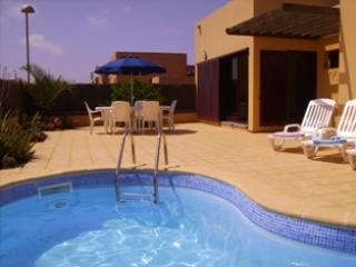 Bright 2 bedroom Fuerteventura Villa with Internet Access - Fuerteventura vacation rentals