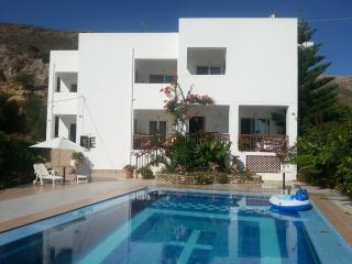 'Robin's Nest', 2 Bedroom Apartment. Rear Private Balcony/Front Private Terrace - Kolymbari vacation rentals