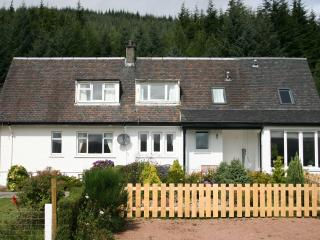 Comfortable 4 bedroom Cottage in Inveraray with Internet Access - Inveraray vacation rentals