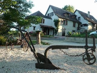 Adorable 4 bedroom Gite in Fleurac with Internet Access - Fleurac vacation rentals