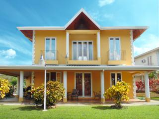 Perfect Villa with Internet Access and A/C - Lambeau vacation rentals
