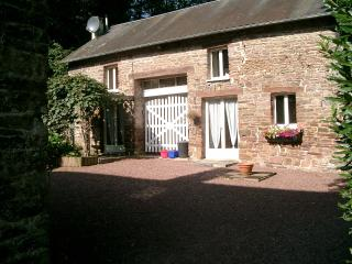 Chaumiere de Grebe (1 Bedroom) - Montpinchon vacation rentals