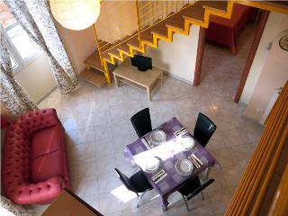 Marte, sleeps 4, 2 pools, parking, wi fi, air/co. - Pistoia vacation rentals