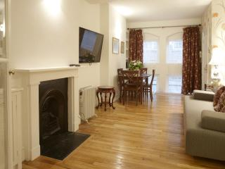 3/4 Bedroom, minutes from Parliament Square (LGA) - London vacation rentals