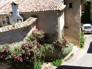 Nice 3 bedroom House in Oppedette - Oppedette vacation rentals