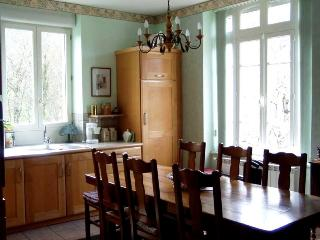 Comfortable 5 bedroom House in Entraygues-sur-Truyere with Internet Access - Entraygues-sur-Truyere vacation rentals