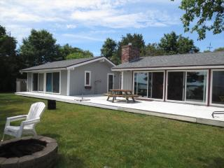 PRIVATE WATERFRONT in WAQUOIT 122913 - East Falmouth vacation rentals