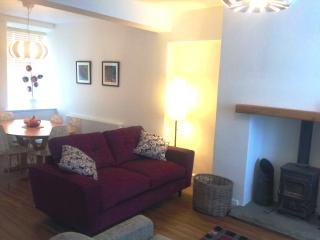 Cozy 3 bedroom Ambleside Cottage with Internet Access - Ambleside vacation rentals