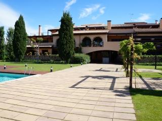 Costabravaforrent Montgri 5, up to 6, shared pool - Albons vacation rentals