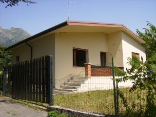 Nice House with Balcony and Parking - San Gregorio nelle Alpi vacation rentals