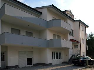 Apartment Stipe Room - Podstrana vacation rentals