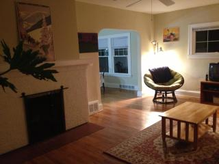7 minutes from Cleveland Clinic: Oak1 - Cleveland Heights vacation rentals