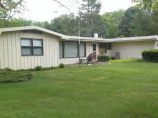550 North Shore Dr - Ponderosa - Weekly stays begin on Fridays - Southwest Michigan vacation rentals