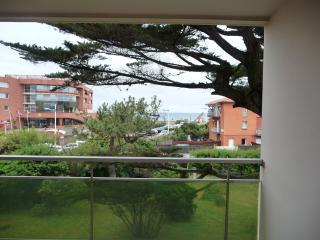 T2 idéalement situé avec vue mer et Pyrénées - Capbreton vacation rentals