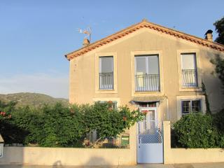 Nice 3 bedroom Tuchan House with Washing Machine - Tuchan vacation rentals