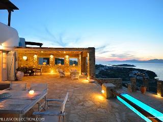 Aegean Pearl - Villa ovelooking Mykonos town - Mykonos Town vacation rentals