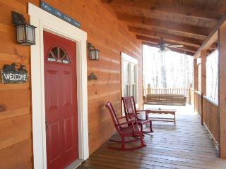Lovely 3 bedroom Ellijay House with Shared Outdoor Pool - Ellijay vacation rentals