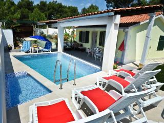 Secluded house with a  pool (sea water) - Cove Makarac (Milna) vacation rentals